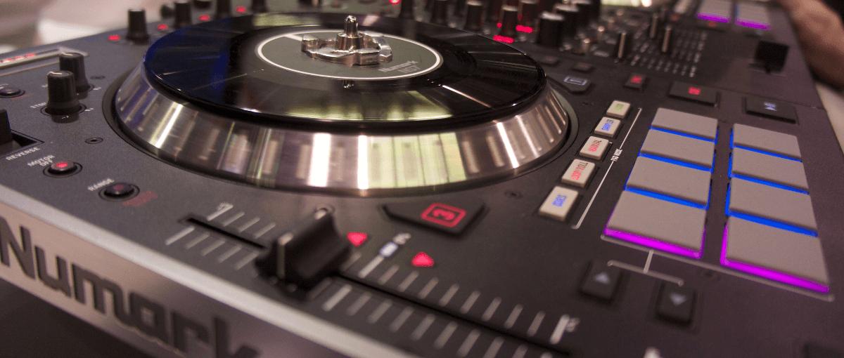 Numark ns7 DJ mixer